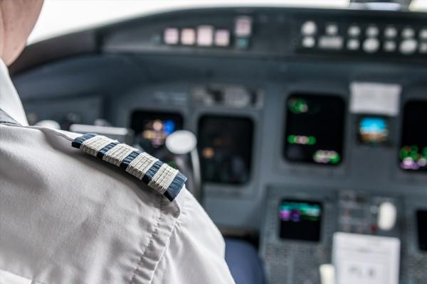 Pilots' unions warn Ryanair on strikes