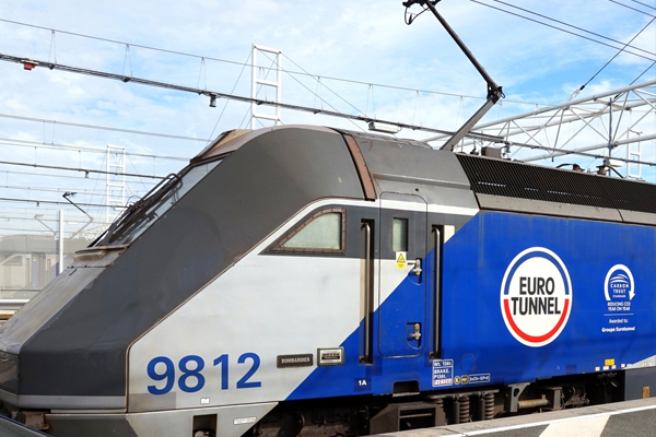 Five-hour delays as heat hits Eurotunnel services