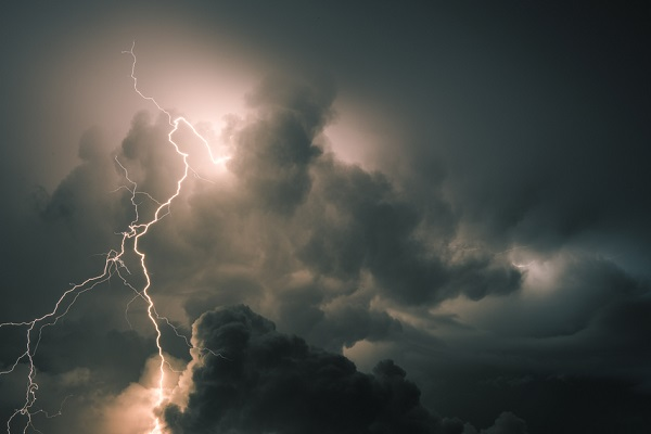 Thunderstorms ground flights amid bad weather travel chaos